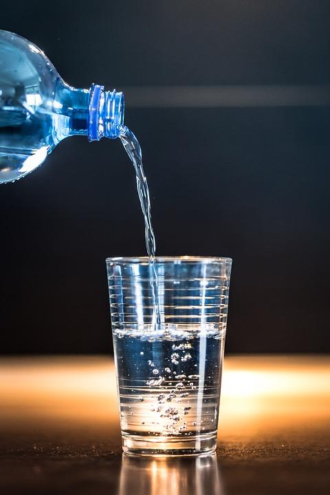 L'eau pour soulager le mal de dos - s'hydrater pour être en forme !